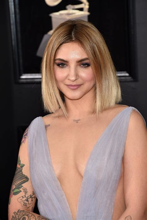 Julia Michaels Bra Size, Age, Weight, Height, Measurements
