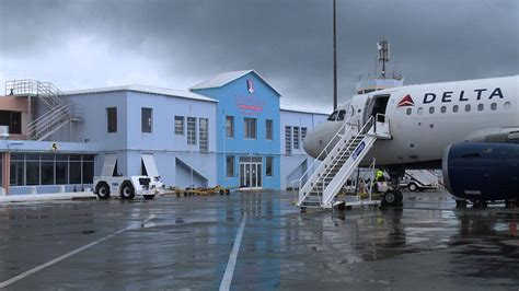 Top insurers say island needs new airport | The Royal