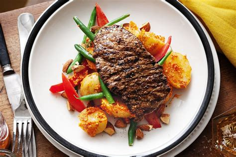 Minute steaks with romesco salad - Recipes - delicious