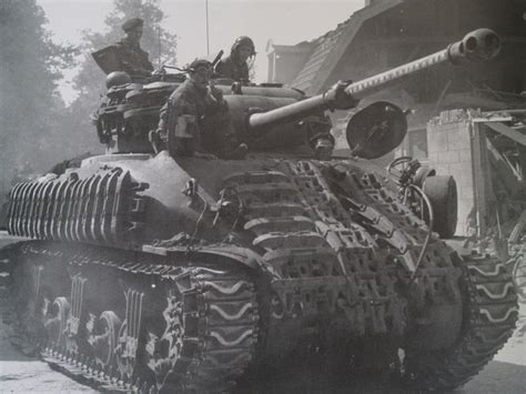 Sherman or Firefly? Here is a guide to the Sherman Firefly!!