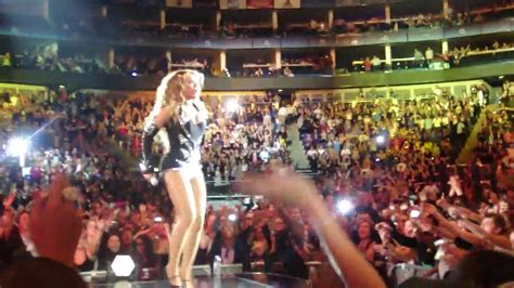 Beyonce Knowles Crowd Surfing during Halo! & Tribute to